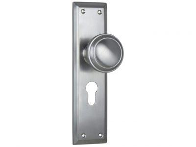 Milton Traditional Style Knob on Euro Locking Plate